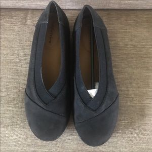 Shoes - NWT Comfort View Black Loafers